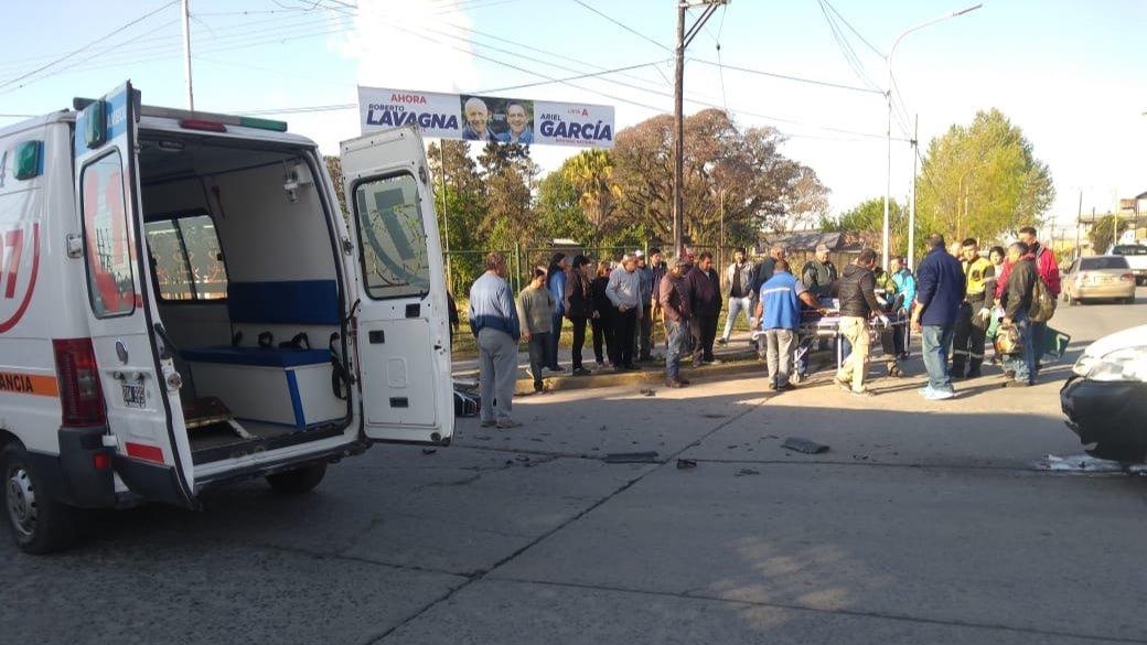 Una moto y una camioneta chocaron en la esquina de Belgrano y Silvano Bores en Monteros
